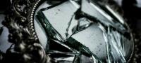 Как избежать неприятностей, если разбилось зеркало?