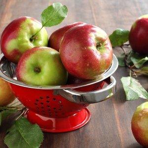 К чему снятся яблоки женщине: толкование по сонникам