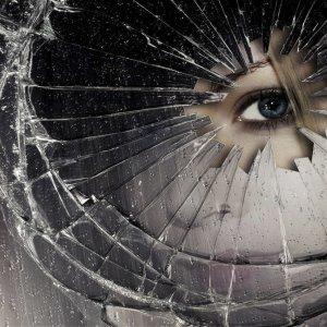 К чему снится разбитое зеркало: толкование по сонникам