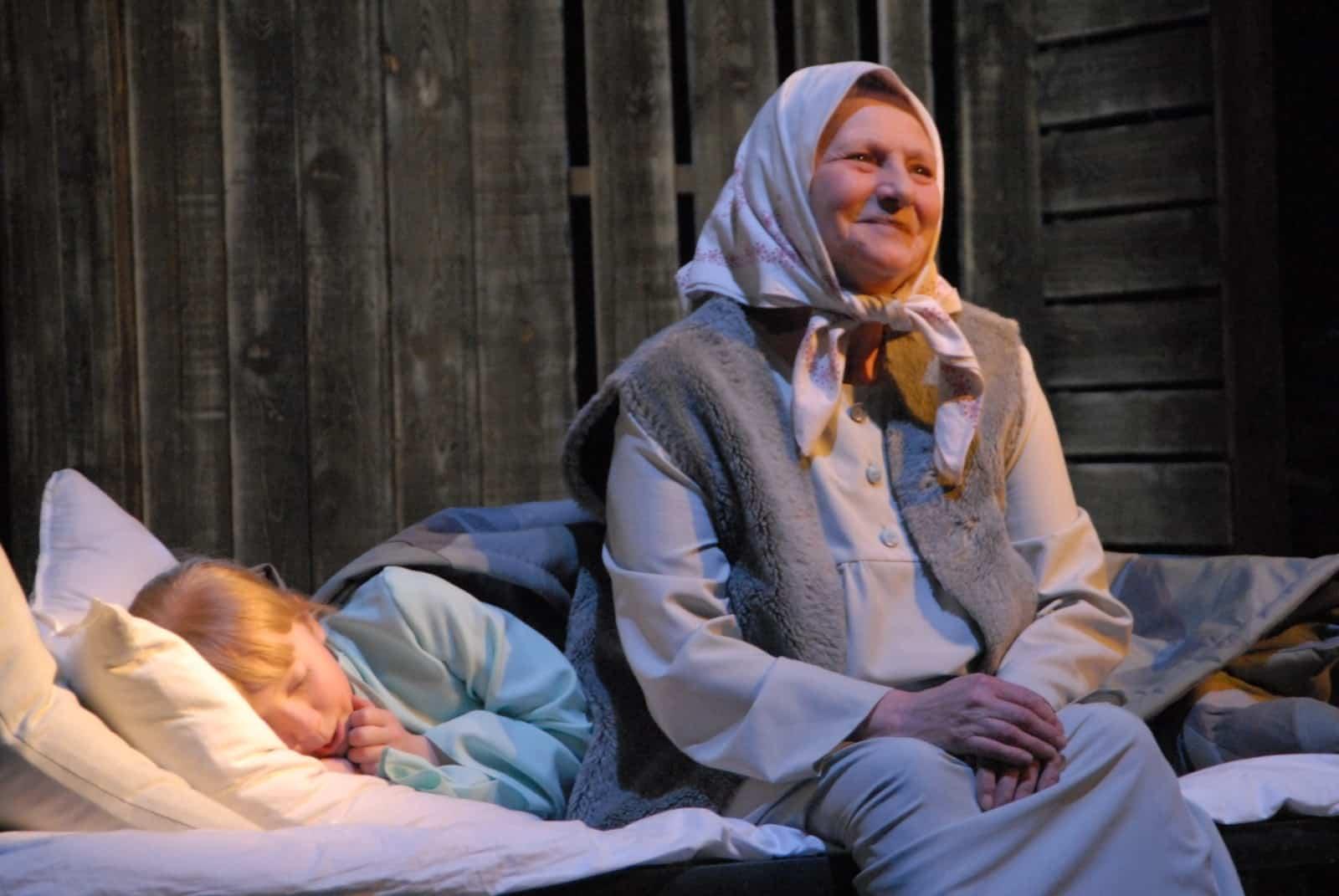 К чему снится умершая бабушка как живая сонник