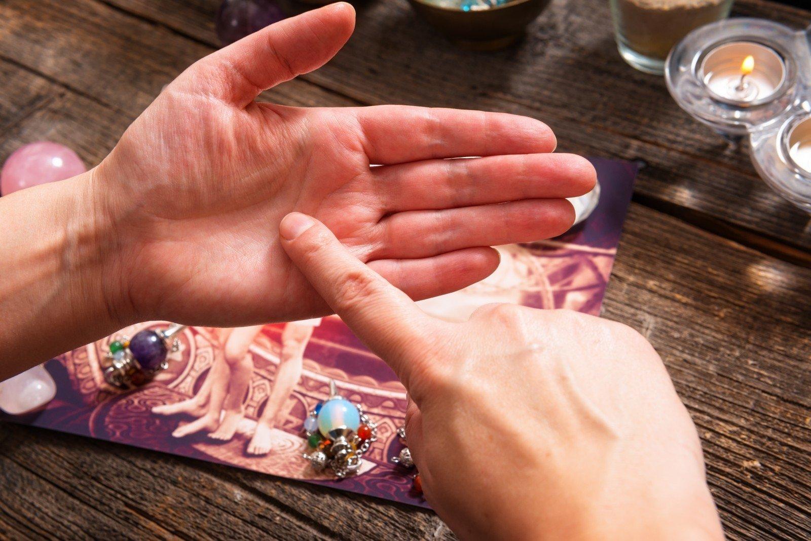 Как определить продолжительность жизни по линии жизни на руке