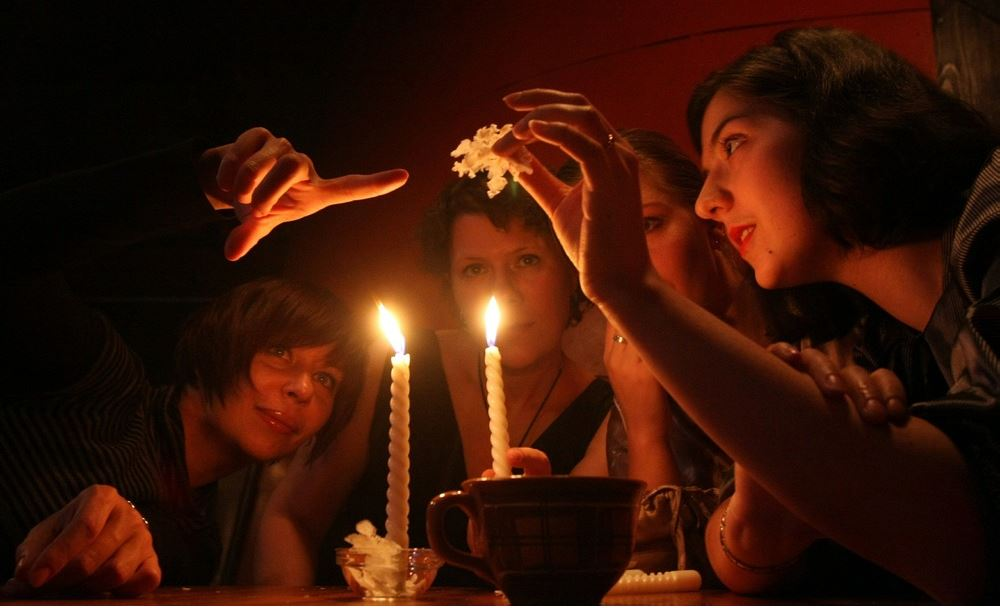 Короткие и смешные шуточные предсказания для гостей на Новый год